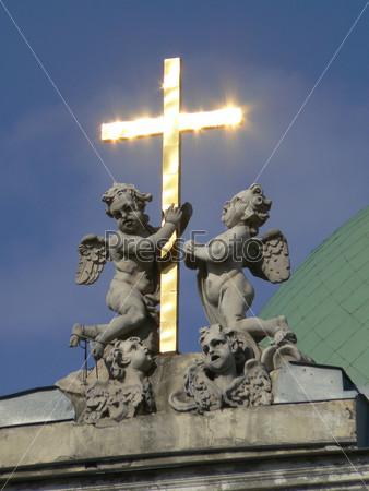 Купол армянской церкви на Невском проспекте в Санкт-Петербурге