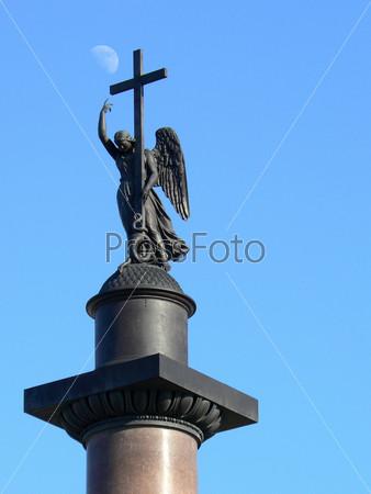 Александрийский столп на дворцовой площади Санкт-Петербурга