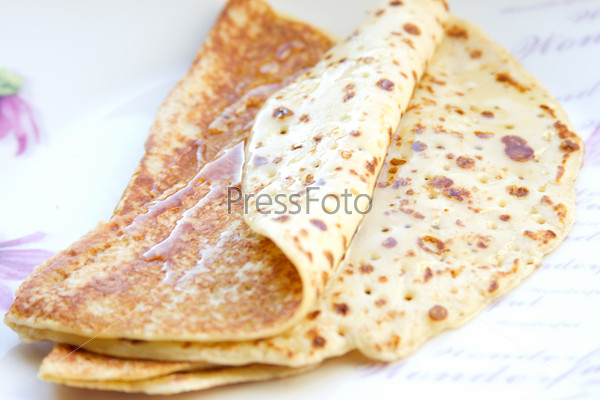 Thin pancakes with honey