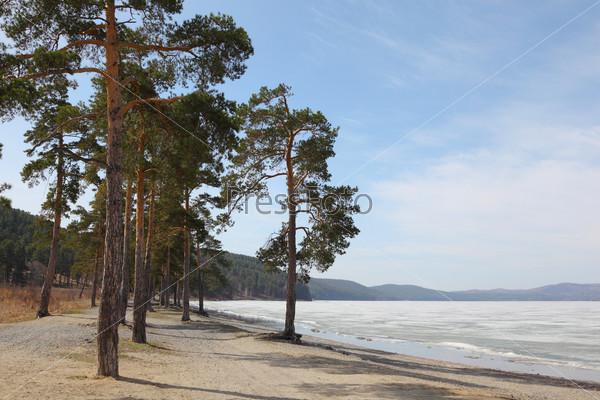 Озеро Тургояк. Ранняя весна