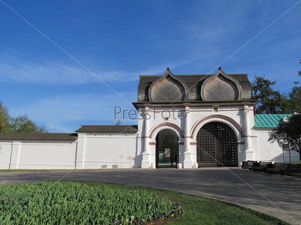 Россия, Москва. Усадьба Коломенское. Спасские (Задние) ворота (17 век)