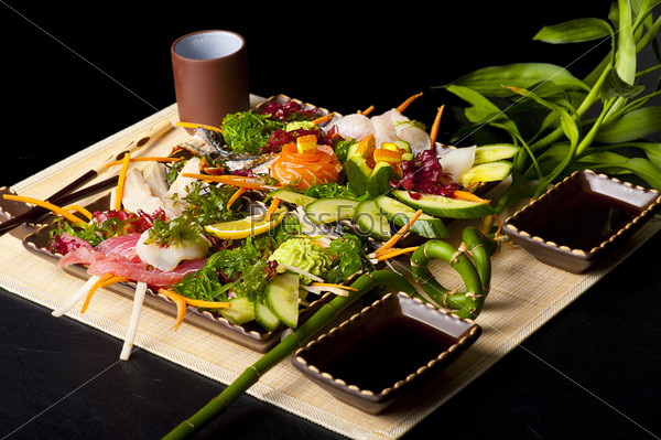Mixed sashimi, raw fish with seaweed