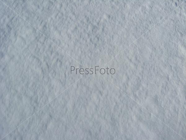Толстый слой белого снега