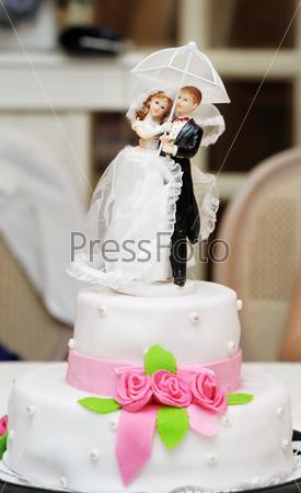 Статуэтка на  свадебном торте