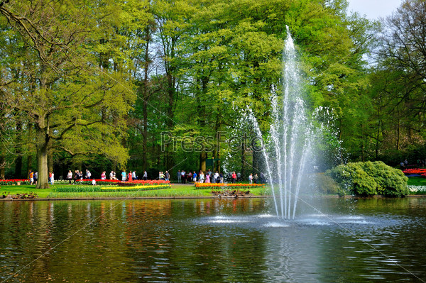 Fontain in the river in Keukenhof park in Holland