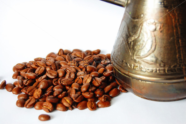 Турка с кофейными зернами