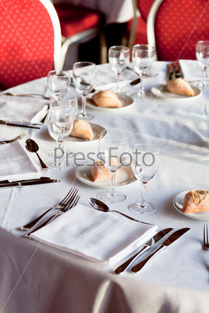 served table in restaurant