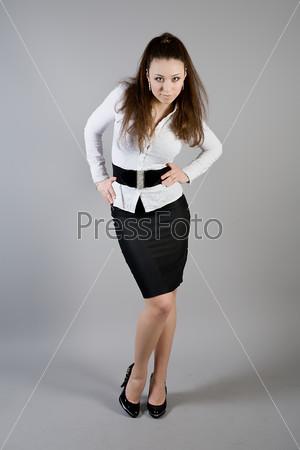 Девушки в белой блузке и черной юбке фото