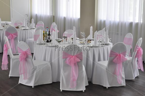 Оформление свадебного стола в зале