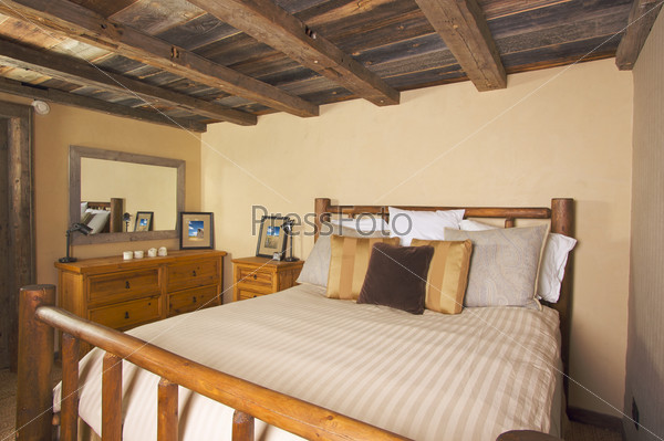 Luxurious rustic log cabin bedroom for Planimetrie rustiche della cabina
