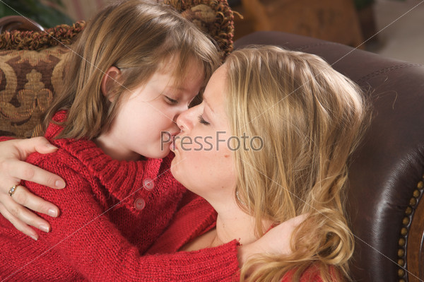 смотреть онлайн мама с дочуркой
