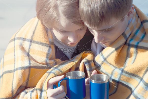 Картинки пара зимой с чаем