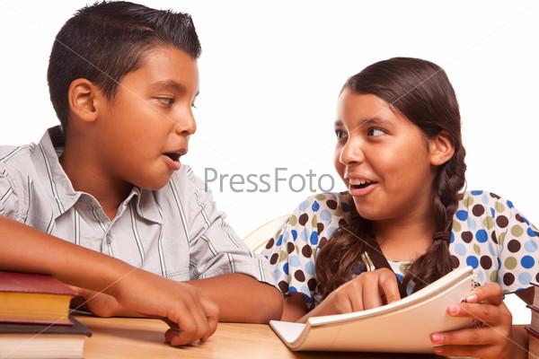 брат и сестра делают уроки