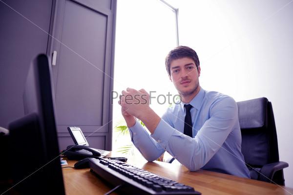 Парни в офисе фото 4250 фотография