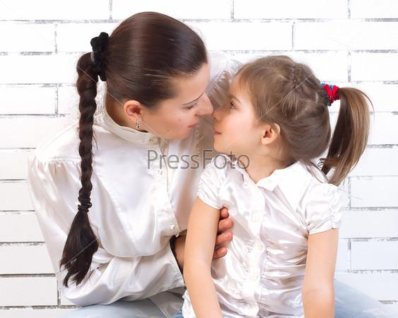 мама и дочка ночью целуются фото