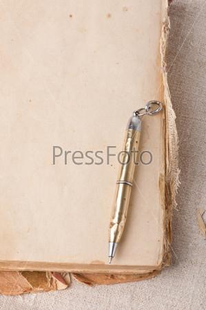 Фотография на тему Старая книга и ручка