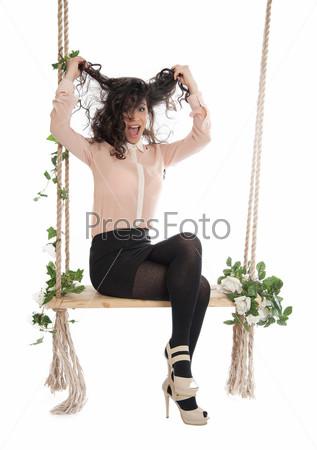 Фотография на тему Женщина сидит на качелях