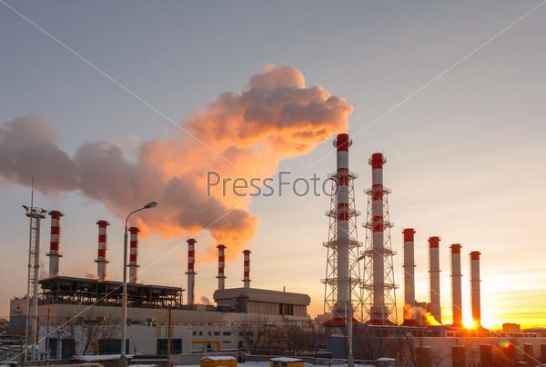 Фотография на тему Дымящиеся трубы тепловой электростанции