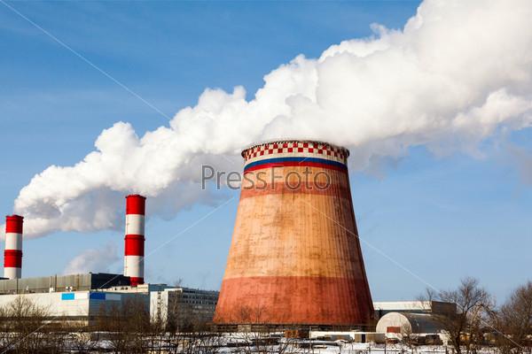Дымящиеся трубы тепловой электростанции