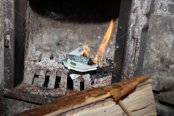 Фотография на тему Деньги, горящие в печи