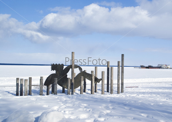 Скульптура Волна на набережной Онежского озера. Петрозаводск