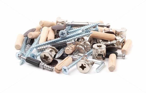 Инструменты для сборки мебели на белом фоне
