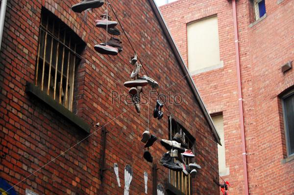 Обувь на проводе на улице Мельбурна