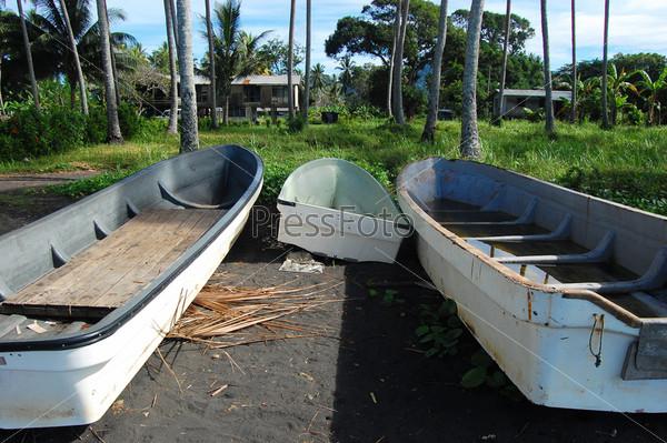 Фотография на тему Длинные лодки на берегу моря