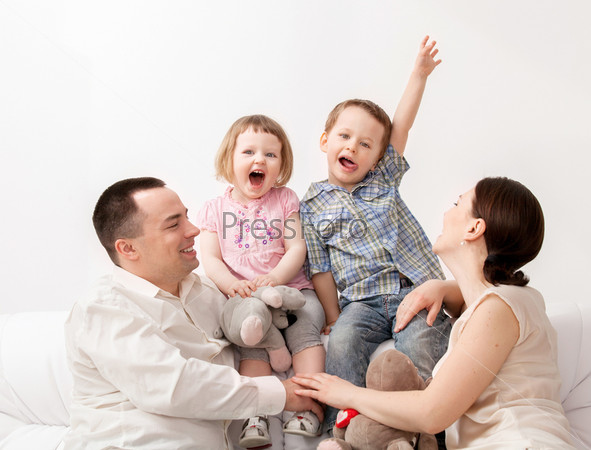 Красивая счастливая семья