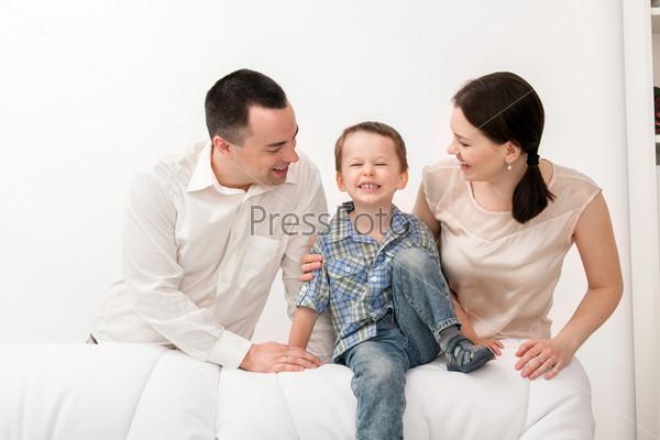 Фотография на тему Счастливая семья на белом фоне