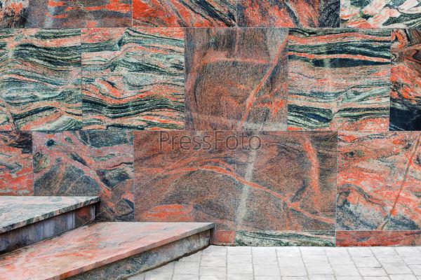 Фотография на тему Внешние стены и лестница, покрытые мраморной плиткой