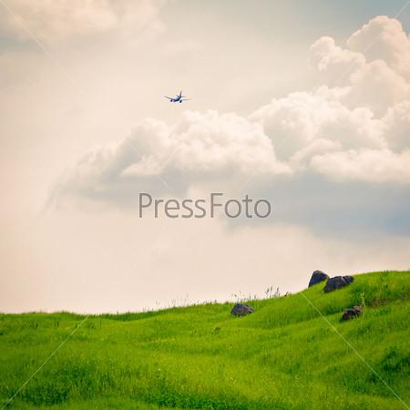 Зеленое поле и небо