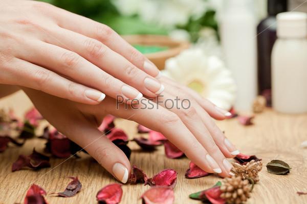 Спа. Женские руки