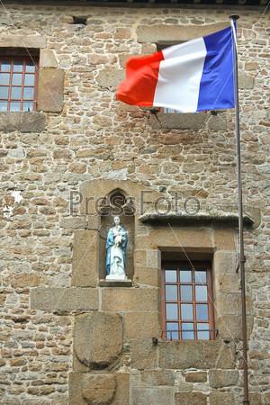 Во дворе аббатства Мон Сен-Мишель. Нормандия, Франция