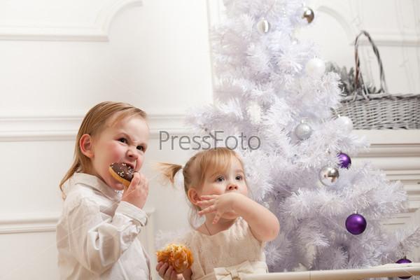 Фотография на тему Симпатичные дети едят