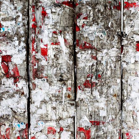 Фотография на тему Старый деревянный забор с оборванными объявлениями