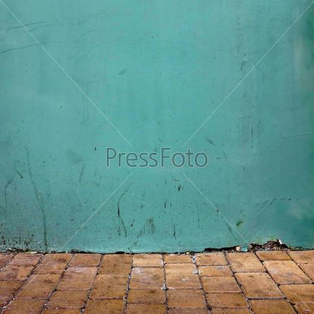Старая уличная стена