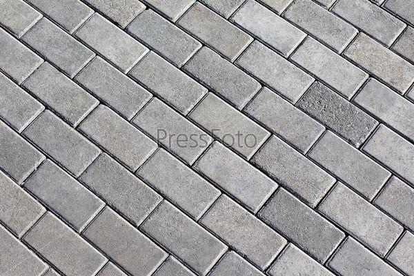 Гармоничный узор из серой плитки на земле