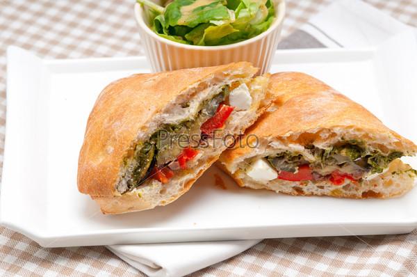 Бутерброд чиабатта панини с овощами и фетой