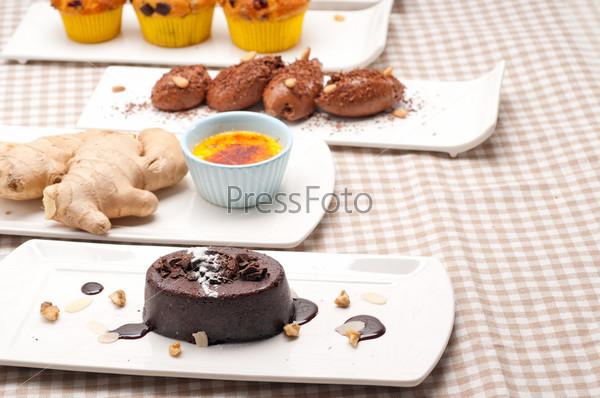 Группа различных десертов