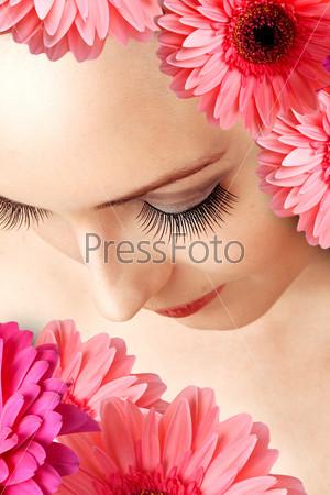 Женские глаза с накладными ресницами