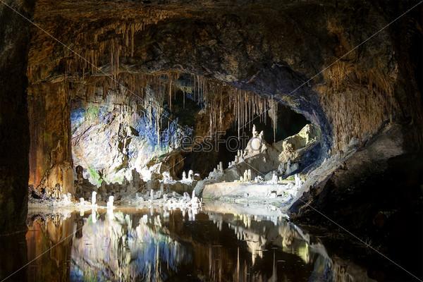 Подземные пещеры, сказочные гроты Заальфельд, Германия