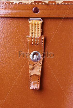 Старый оранжевый кожаный портфель с металлическим замком