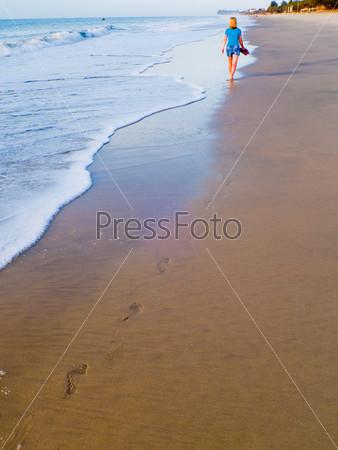 Теплый морской песок