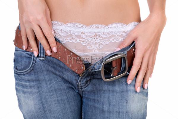 фото девушка снимает джинцы