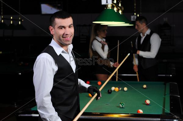 Фотография на тему Портрет молодого профессионального игрока в снукер