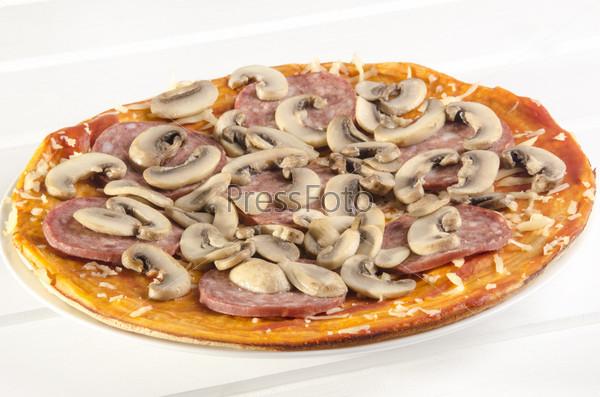 Фотография на тему Пицца с салями и грибами