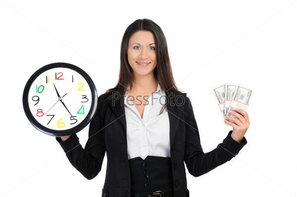 Портрет деловой женщины с часами и деньгами на белом фоне