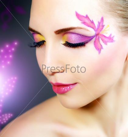 Фотография на тему Девушка с красивым макияжем