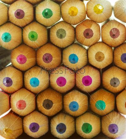 Фотография на тему Разноцветные карандаши крупным планом